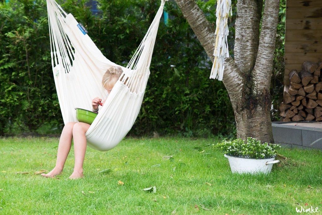 Hangstoel in de tuin - Wimke