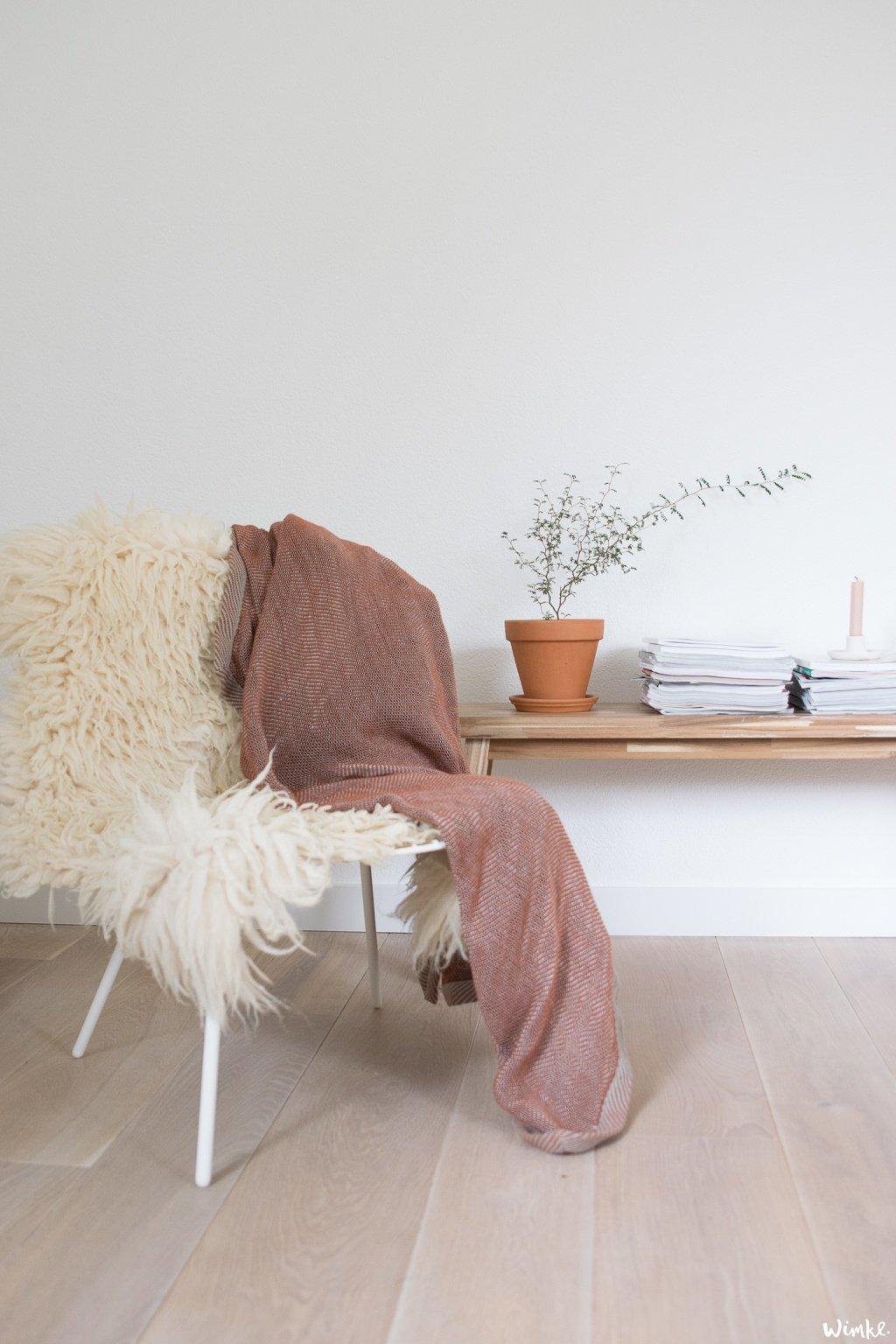 Een deken van Muuto Design in fijne herfstkleuren - wimke.nl