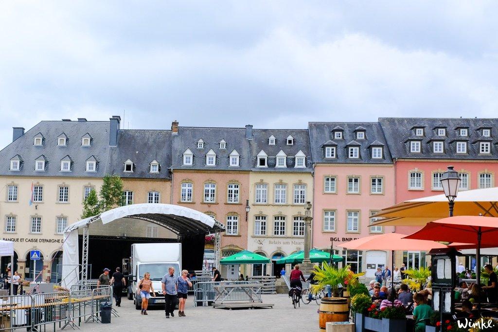 Echternach Nog zo'n stadje waar je de hele dag lekker kunt ronddwalen en de leukste terrasjes meepikken is in Echternach. Bezoek ook de Saint Willibrord Basiliek. Op het plein in het centrum worden veel jaarmarkten en evenementen georganiseerd.